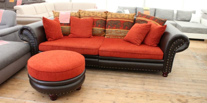 Mega-Sofa mit Hocker